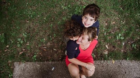 tarifs photographe Brest photo exemple d'une séance photo famille en extérieur